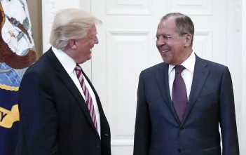 Donald Trump y Sergéi Lavrov. Foto: TASS vía Getty Images