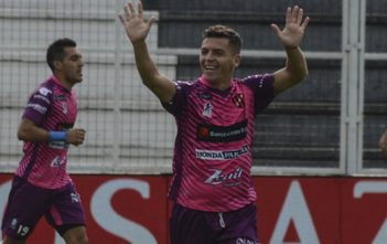 Patronato venció de local a Rosario Central por 3 a 0 y mantiene las chances de permanencia en Primera